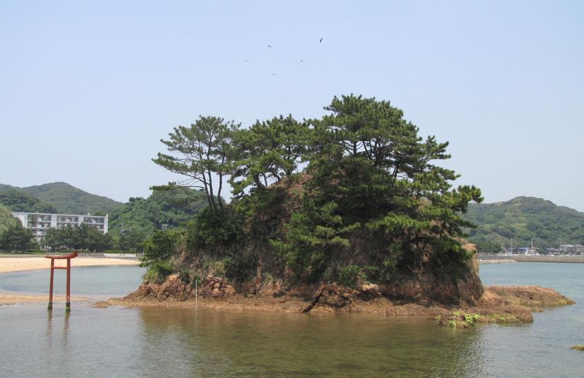 Wade to an island sanctuary